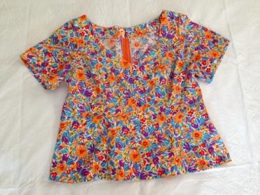 15 Multi-colour short sleeve top
