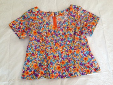 15 Multi-colour short sleeve top